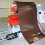 процесс разматывания рулонного металла
